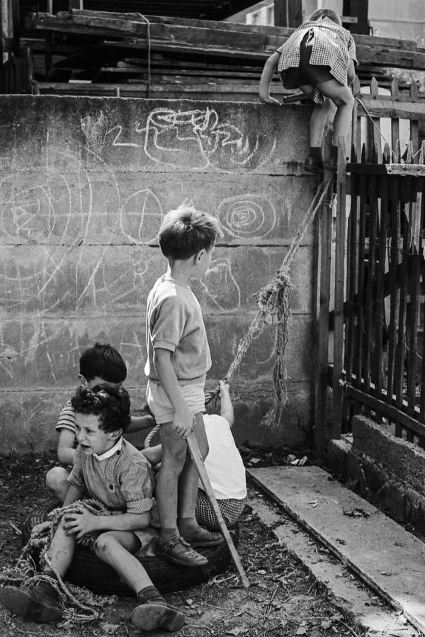 3404600 33 7 Man inherits grandfathers unseen street photos of everyday life half a century ago (48 Photos)