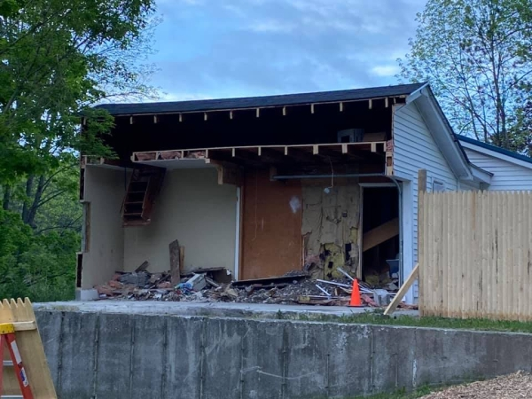 Man Cuts His Neighbors Garage In Half During Property Dispute Humor Pro Revenge 6 Pro Revenge: Man saws his neighbors garage in half during property dispute