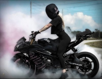 """Motorcycle girl Sam Cook 600 6 Czech """"Find HER"""" really knows how to kick her feet UP (12 GIFs)"""