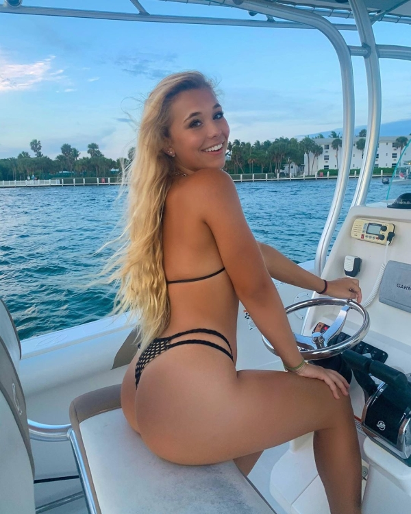 congrats on making it to hump day here is your reward 37 photos 19 Congrats on making it to hump day, here is your reward! (38 Photos)