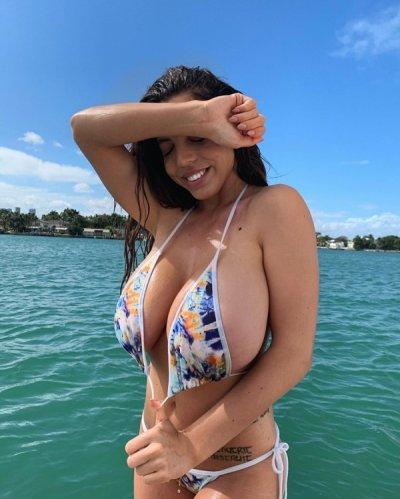 Danielley Ayala seems nice mean? (43 photos)