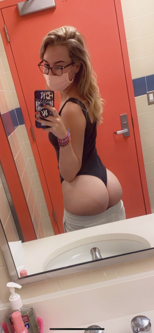 5068655978c01ce8b02f597ae6fc52fc width 600 Chivettes bored at work (74 Photos)