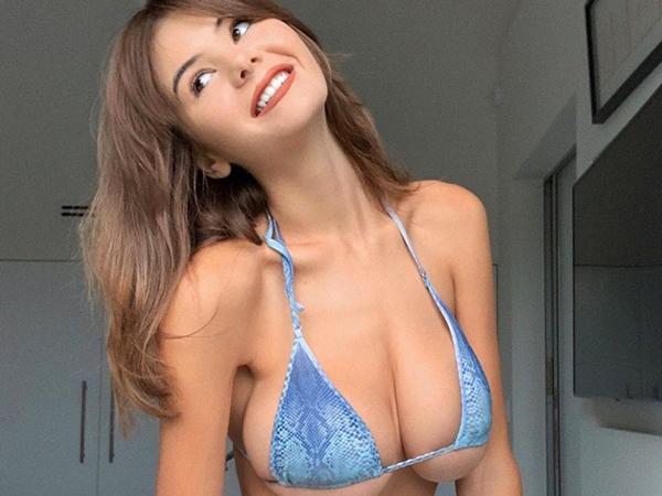 Ashley Tervort seems nice and sexy girl (38 Photos)