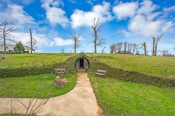 this badss underground home in texas would allow its buyer to go off the grid 24 photos 3 This bad*ss underground home in Texas would allow its buyer to go off the grid (24 Photos)