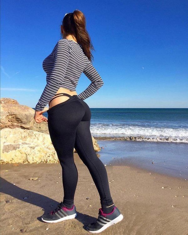 0ce163a35965cb1f2d1778a0322fe80b width 600 Yoga pants are here again because theyre Cold weather clothing, or so were told (43 Photos)