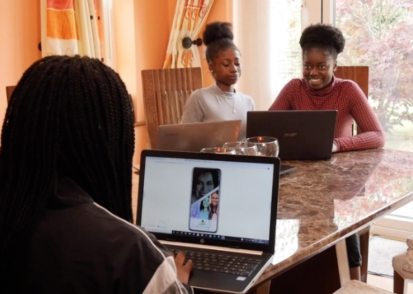 Three Teen Girls Develop New App To Help Those Who Suffer From Dementia Humanity Interesting Tech Awesome 8 Three teens are helping dementia sufferers through a new award winning app