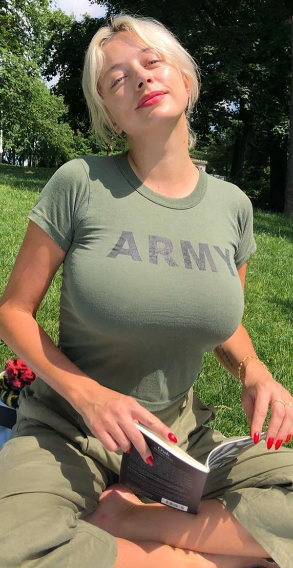 "4e3ac70ac5b3d170e37d64842826526b Uniforms go ""bye bye""…time for some SEXY Military Monday FUNs (69 Photos)"