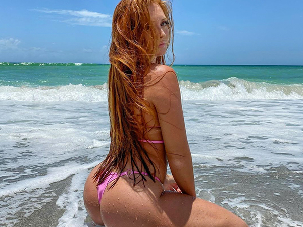 Double-cheeked up on a Hump Day afternoon (41 Photos)
