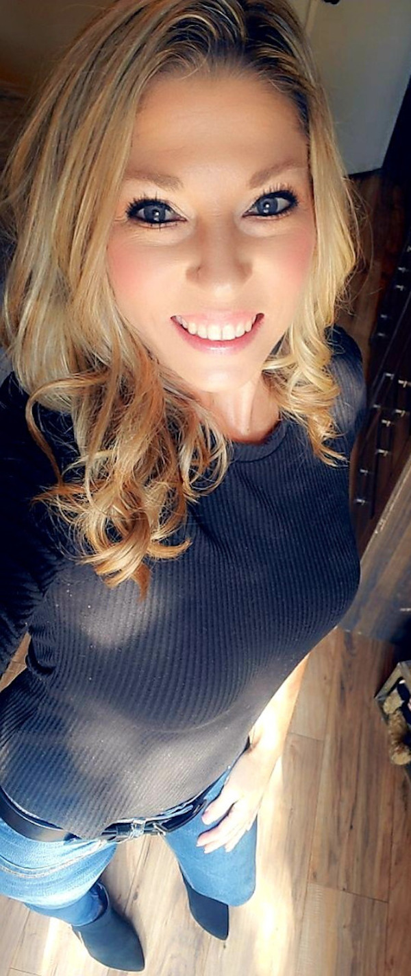 Ooh….. I like... Sexy blonde country girl…basically, the perfect Women (42 Photos)