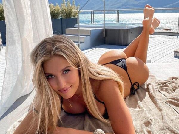 Beautifully  balanced Butts women Over Backs!  Postér! (43 Photos)