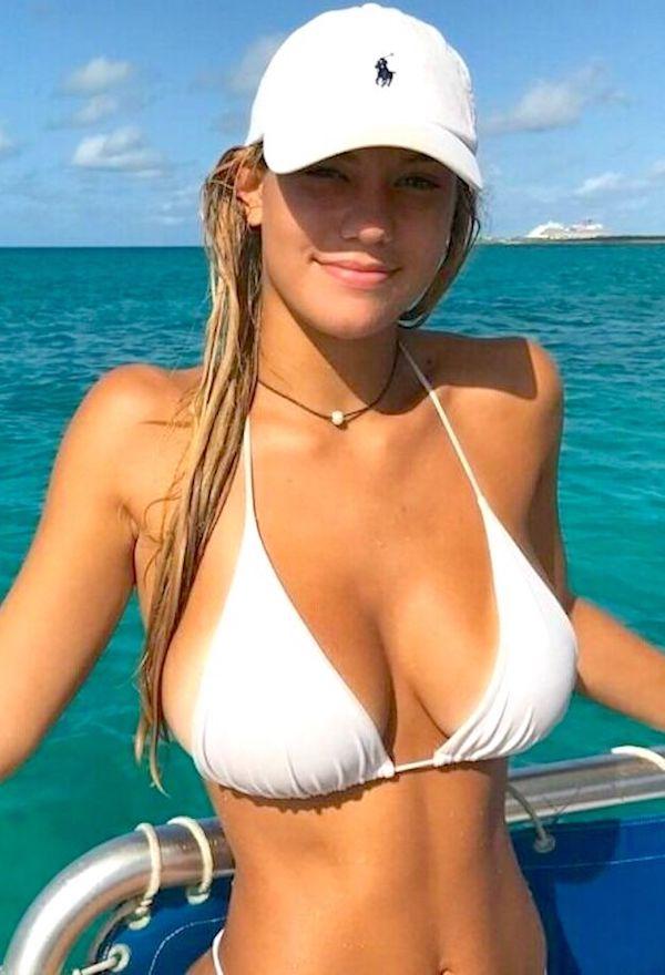 Sexy Hot String Bikini Girls GIFs Wet T-Shirt Best Slipper Bath SEXY Better (99 Photos)
